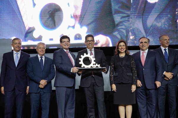 La AIRD otorga a Casa Brugal el primer Galardón Nacional a la Industria Dominicana